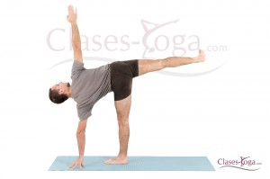ardha chandrasana  clases yoga